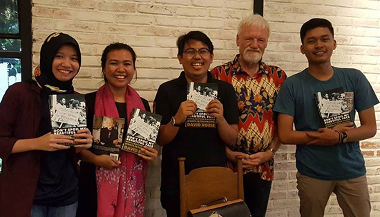 Young emerging scholars with Dr David Robie's book Don't Spoil My Beautiful Face: (from left) Fitri Handyani, Apriline Widani, Andi Fitrah and Gharin Yanotama. Image: Del Abcede/PMC