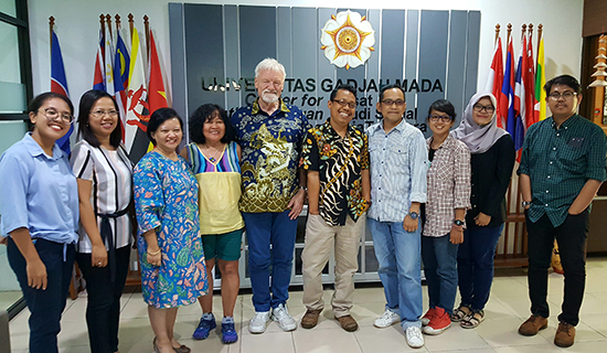 Dr David Robie and Del Abcede being welcomed by staff, research students and interns at the Center for Southeast Asian Social Studies (CESASS) at UGFM in Yogyakarta, Indonesia. Image: UGM