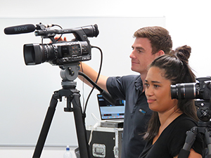 Pacific Media Watch editor Alistar Kata and AUT live stream cameraman Josh Vendrig at last night's seminar. Image: Del Abcede/PMC