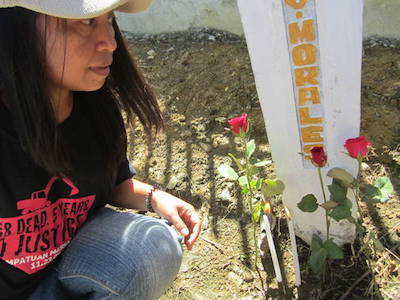 Mary-Grace Morales, who lost her husband in the Ampatuan Massacre, visits the mass grave on the fifth anniversary in 2014. Image: Jane Worthington/IFJ