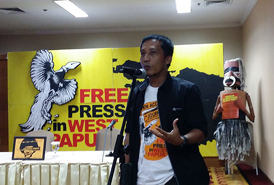 "A Papuan journalist speaking at a parallel ""media freedom"" workshop at UNESCO 2017 in Jakarta, Indonesia, during May. Image: David Robie/PMC"
