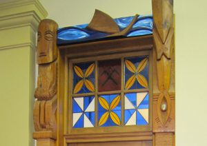 Detail from the doorway to Parliament's Pacific-themed select committee room. Image: NZ Parliamentary Collection.